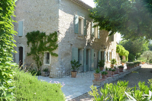 Pet-friendly Luxury Rental in Eygalières in the Alpilles