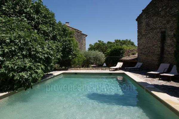 Provençal House with Heated Pool and Air Con - walking distance to Gordes