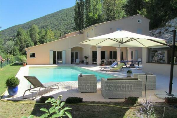 Stunning Holiday Rental Villa in Nyons in the Drôme Provençale