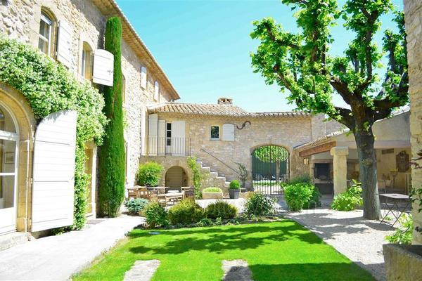 Bastide to rent with Heated Pool and Air Conditioning in the Luberon