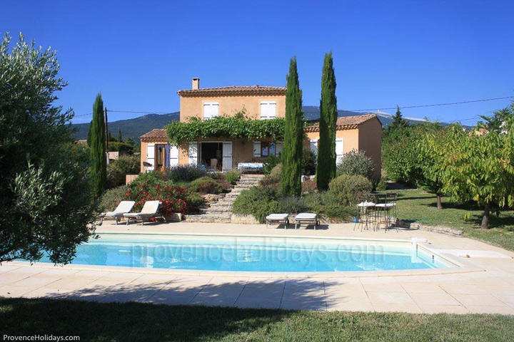 Pet-friendly House with Heated Pool - walking distance to Bédoin