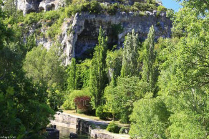 Guided Tours in Fontaine-de-Vaucluse, Luberon : Découverte du canal