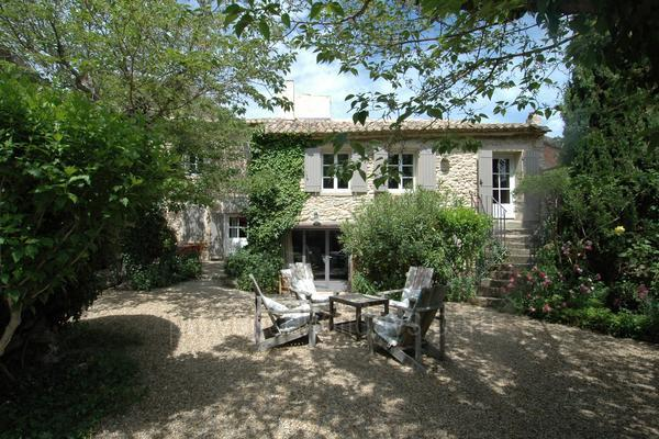 Holiday Home with Heated Pool near Fontaine-de-Vaucluse