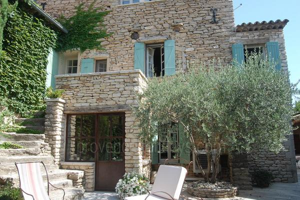 Traditional Holiday Rental with Air Con near Fontaine-de-Vaucluse