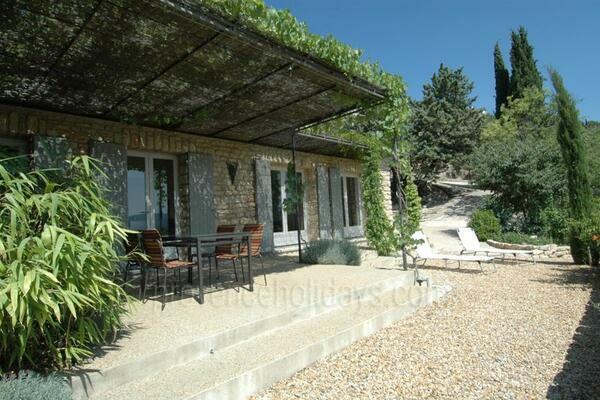 Beautiful Village House to rent with Air Conditioning - walking distance to Gordes