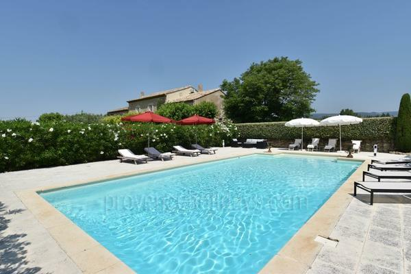 Exceptionnal House with Heated Pool and Air Con in Gordes