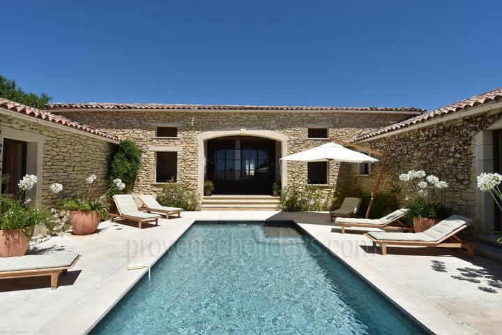 Villa to rent with Heated Pool in Gordes