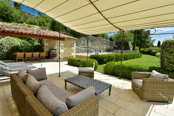 Stone House with Heated Pool and Air Con within walking distance to Gordes
