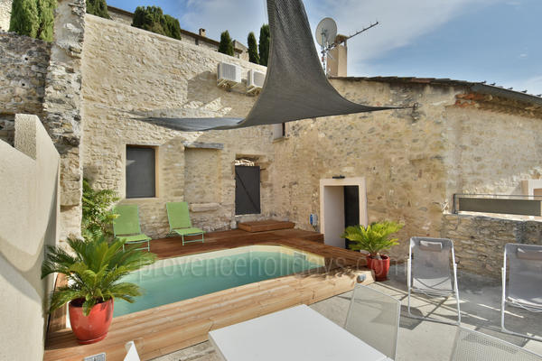 Beautiful Holiday Rental Village House with Air Con near Fontaine-de-Vaucluse