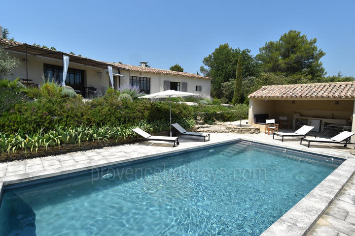 Luxury Holiday Rental Villa with Air Conditioning near Gordes