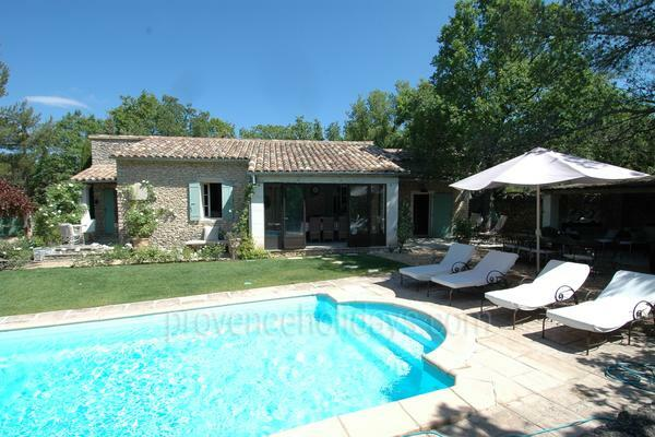 Holiday Rental with Heated Pool in Lacoste in the Luberon
