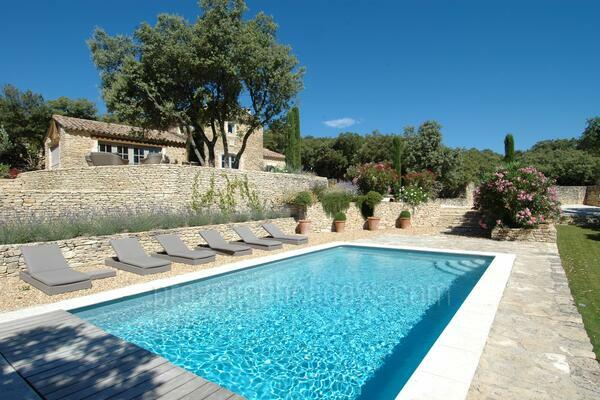 Holiday Home with Air Conditioning within walking distance to Gordes