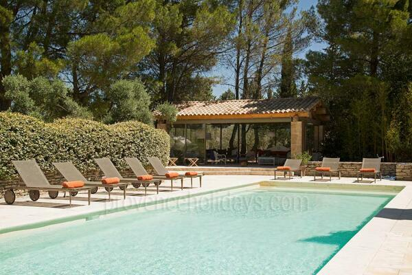 Heated Pool and Air Con within walking distance to Eygalières