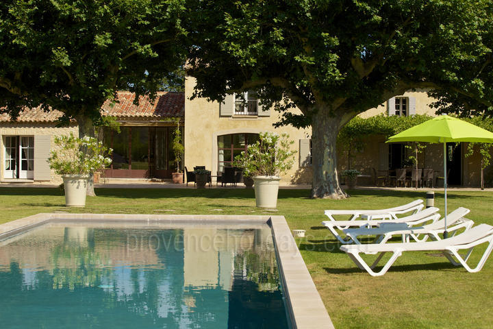 Pet-friendly Beautiful Property with Heated Pool and Air Conditioning in the Luberon