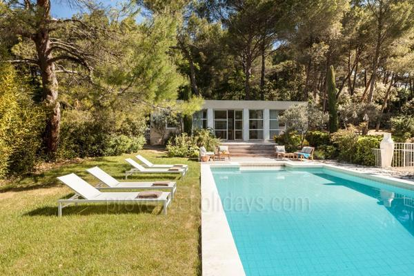 Wonderful Contemporary House with Heated Pool and Air Conditioning near the Mont Ventoux