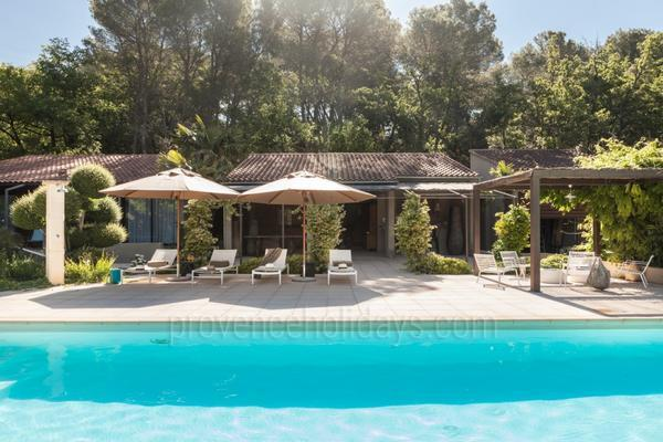 Large Luxury House with Heated Pool and Air Conditioning near the Mont Ventoux