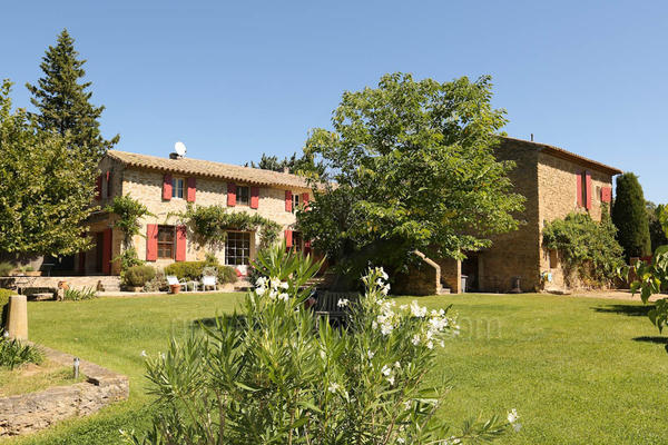 Luxury Holiday Rental Home a stones throw from Lourmarin