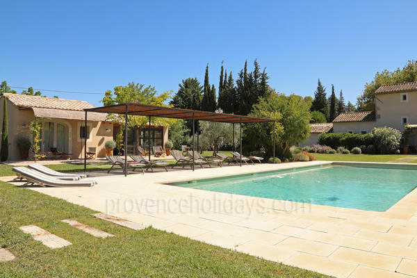 Wonderful Provençal House with Heated Pool and Air Conditioning very close to Saint-Rémy-de-Provence