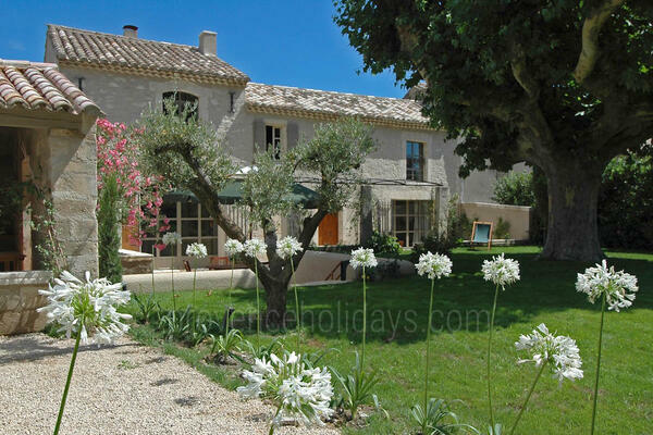Wonderful Provençal House with Air Conditioning a stones throw from Saint-Rémy-de-Provence