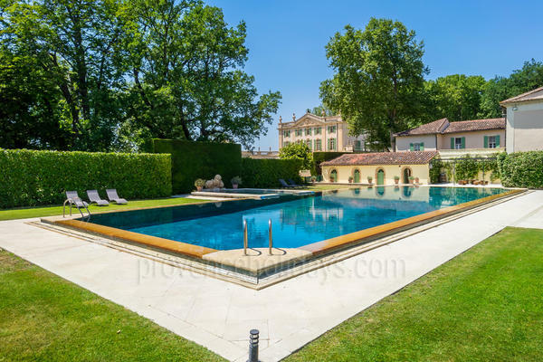 Spacious Château to rent with Air Conditioning in the Haut Vaucluse