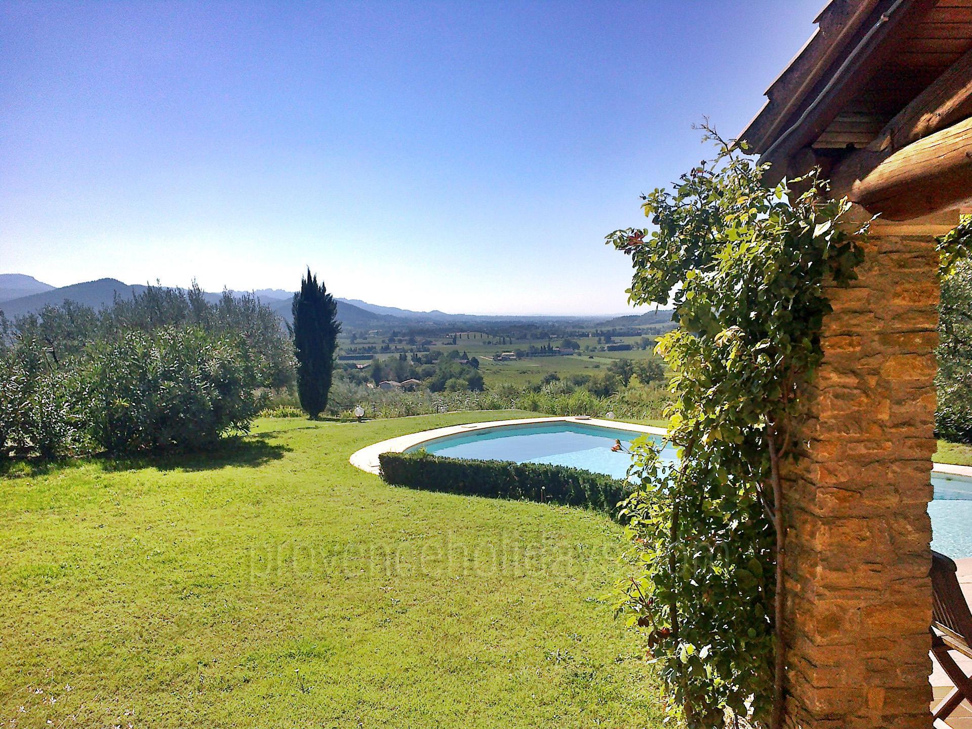Villa des chemins location de vacances en dr me for Piscine de villedieu