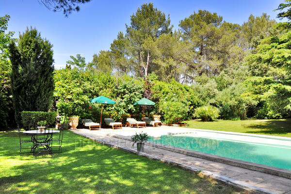 Stunning Villa to rent with Heated Pool and Air Conditioning in the Alpilles