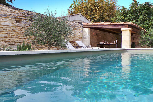 Beautiful Village House with Heated Pool and Air Conditioning in Saint-Rémy-de-Provence