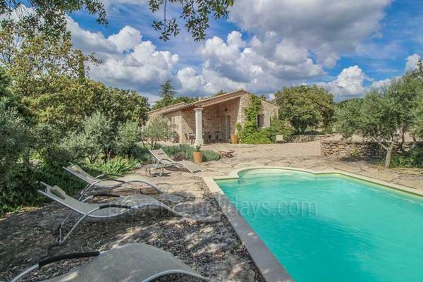 Large Holiday Rental House with Heated Pool in the heart of Gordes