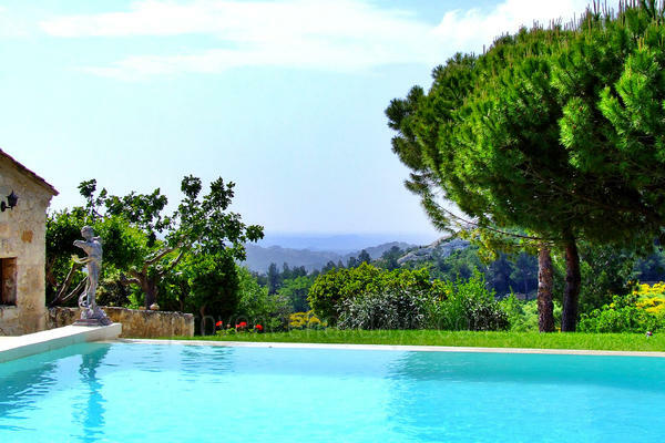 Charming House with Heated Pool and Air Conditioning in the heart of Baux-de-Provence