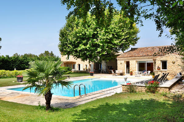 Pet-friendly Holiday Rental with Air Conditioning close to L'Isle-sur-la-Sorgue