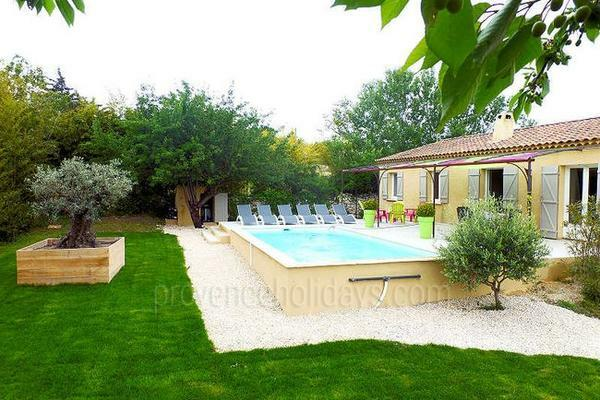 Holiday Rental House with Heated Pool in Lirac