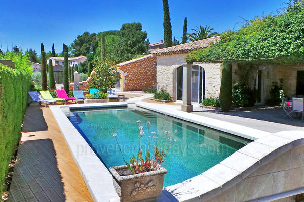 Pet-friendly Holiday Home with Heated Pool and Air Conditioning in Maussane-les-Alpilles