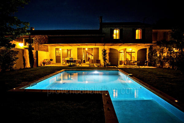 Large Villa with Air Conditioning very close to Maussane-les-Alpilles