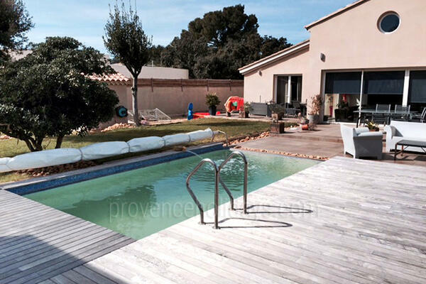 Gîte to rent with Heated Pool and Air Con near Avignon