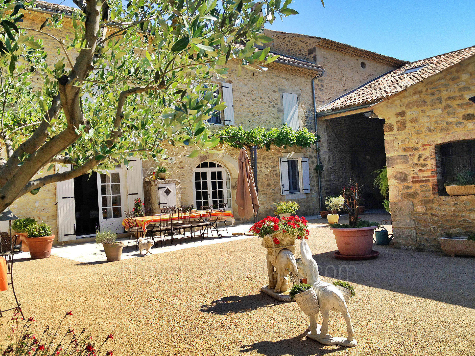 La ferme de paul location de vacances en dr me for Saint paul trois chateaux piscine