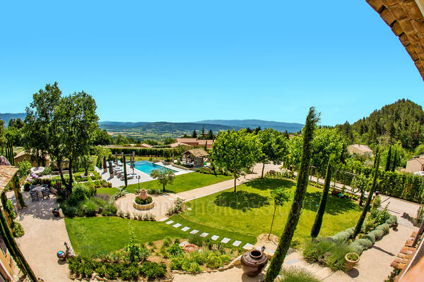 Superb Holiday Rental Villa with Heated Pool in the Luberon