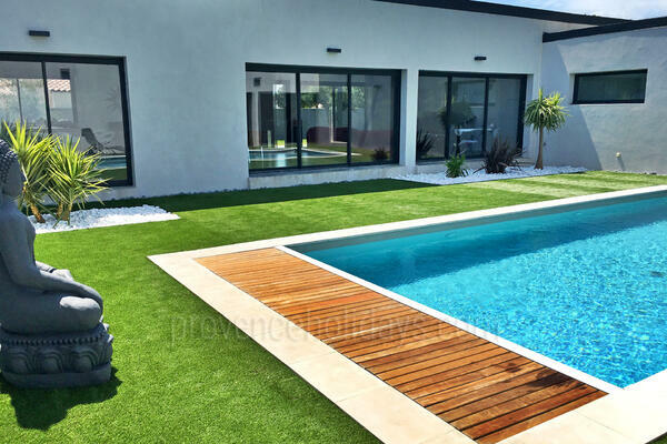 Contemporary Holiday Rental Villa in Bédarrides