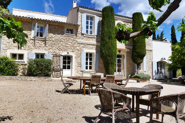 Spacious Holiday Rental Bastide with Air Conditioning in Velaux