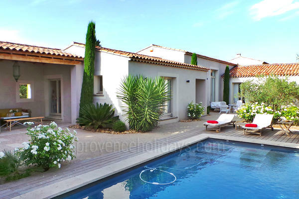 Contemporary Home to rent with Heated Pool in Maussane-les-Alpilles in the Alpilles