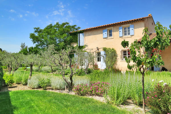 Holiday Rental Bastide with Air Conditioning in the Alpilles