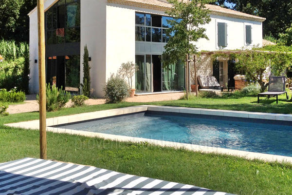 Pet-friendly Luxury Contemporary House with Air Conditioning within walking distance to Saint-Rémy-de-Provence