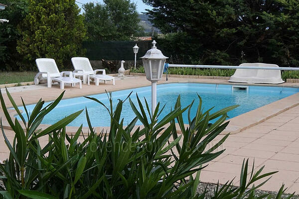 Holiday Rental House with Heated Pool near Roussillon