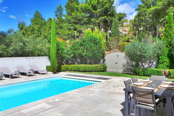 Stunning House with Heated Pool and Air Conditioning within walking distance to Maussane-les-Alpilles