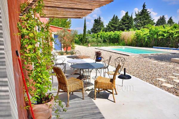 Pet-friendly Holiday Rental with Heated Pool in L'Isle-sur-la-Sorgue