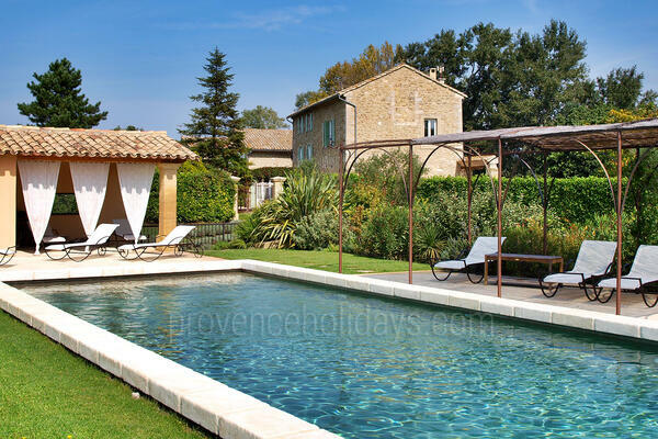Spacious Luxury Property with Heated Pool and Air Conditioning in Entraigues-sur-la-Sorgue