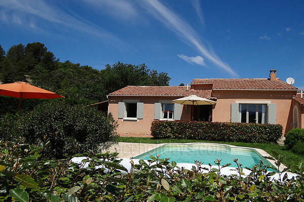 Traditional Holiday Rental House with Heated Pool near Roussillon
