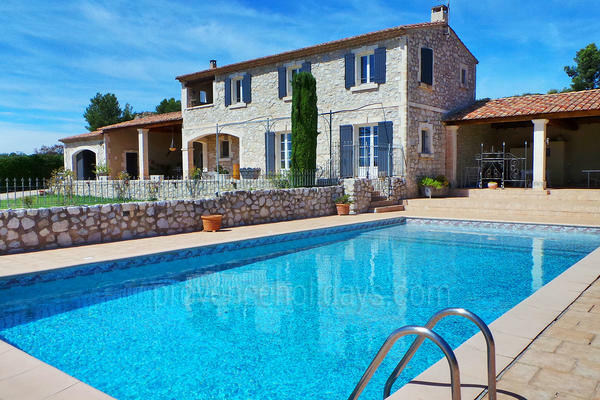 Pet-friendly Bastide with Air Conditioning in the heart of Maussane-les-Alpilles