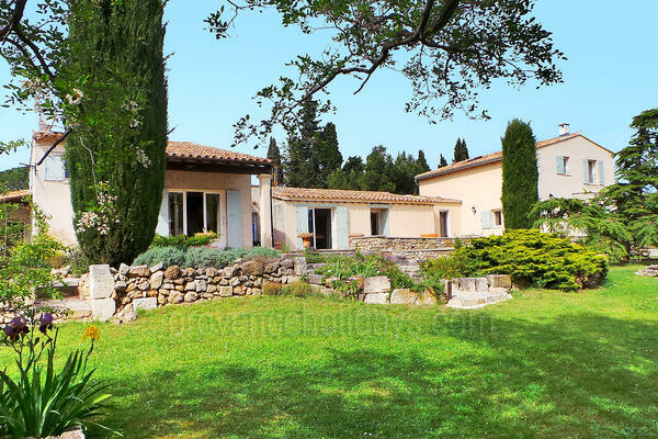 Holiday Villa with Heated Pool and Air Conditioning in Maussane-les-Alpilles