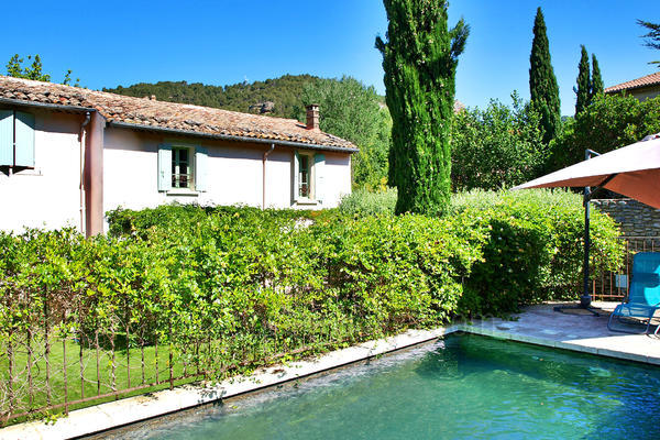 Beautiful Holiday Rental Village House within walking distance to Fontaine-de-Vaucluse