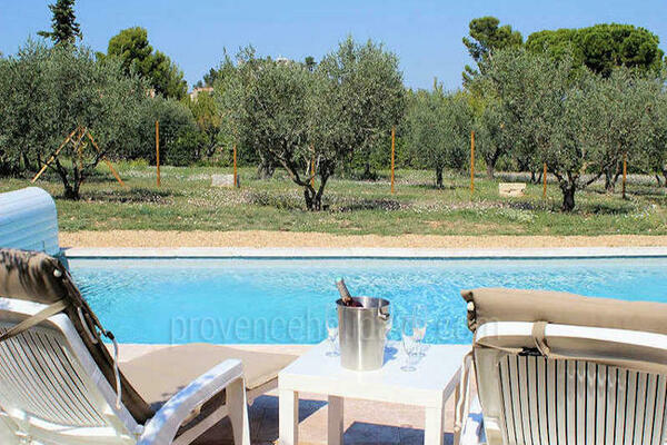 Holiday Villa with Heated Pool in the heart of Eygalières